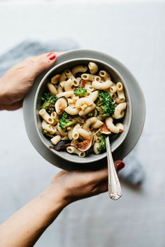 Creamy Garlicky Pasta w/ Charred Broccoli & Figs — dolly and oatmeal Yummy Pasta Recipes, Vegetarian Recipes, Dinner Recipes, Healthy Recipes, Broccoli Recipes, Savoury Recipes, Free Recipes, Pot Pasta, Pasta Dishes