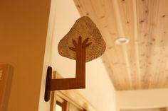 事務室(大きな木の部屋)。楓の木を使って大きな木を。これまでの園舎の記憶をつなぎます。