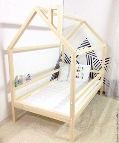 Купить или заказать Детская кровать домик Норд. Кроватка ручной работы в интернет магазине на Ярмарке Мастеров. С доставкой по России и СНГ. Материалы: сосна, массив сосны, массив дерева,…. Размер: 170х90х160 см - внешние размеры<br /> …
