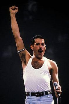 Freddie Mercury 28 let po smrti: Bylo mi z něj zle, přiznal Elton John! Queen Freddie Mercury, Freddie Mercury Tattoo, John Deacon, Freedy Mercury, Bryan May, Freddie Mercuri, Live Aid, Roger Taylor, Queen Photos