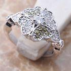 Anel de prata com topázio, design de flor de trevo.