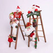 Escalera de madera para decorar tu hogar en Navidad ~ Solountip.com Ladder Christmas Tree, Christmas Wood, Christmas Pictures, Simple Christmas, Christmas Projects, Christmas Time, Christmas Ornaments, Easy Christmas Decorations, Holiday Decor