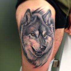 #theatattoo #lacrimaneratattoosaloon #wolf#lupo#realistictattoo #animaltattoo #colorstattoo #bestink#tattoo #tattoolife #blackandgraytattoo #femaletattooartist #italintattooartist #tatuaggio#ink