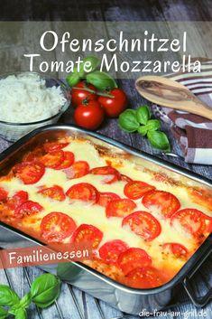 Ofenschnitzel Toskana sind eine schnelle, mediterrane und internationale Angelegenheit. Natürlich mit Käse überbacken! Optimal im Sommer, weil wesentlich leichter als Schnitzel mit Pommes. Auch party-tauglich! #ofenschntizel #mediterran #käse #mozzarella #schnitzel #tomate #tomaten #bbq #grillen #fleisch #kochen #rezept #lecker #einfach Tomate Mozzarella, Food Pictures, Grilling, Kitchen, Recipes, Tomatoes, Meat, Grill Party, Side Dishes