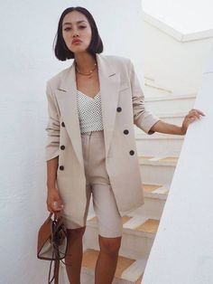 Tiffany Hsu wears her tan leather and canvas Hammock bag with a beige short suit Look Fashion, Autumn Fashion, Girl Fashion, Fashion Outfits, Fashion Sets, Suit Fashion, Daily Fashion, Street Fashion, Winter Outfits