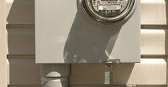 """¿Cómo calculo el consumo de electricidad de mi refrigerador por evaporación?. La energía utilizada durante un período de tiempo determinado se mide en horas kilovatios. Por lo tanto, el cálculo del consumo de energía de un aparato implica conocer el grado de energía, o """"potencia"""" de la unidad. Si no sabes la potencia, puedes calcular los vatios para conocer la cantidad de corriente eléctrica necesaria para alimentar el ..."""