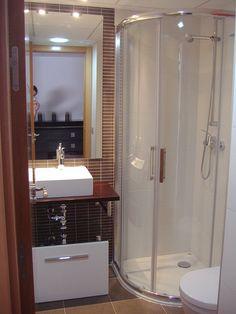 Imágenes de Duchas y Baños Pequeños. La ducha ya no se considera una opción de segunda categoría. Hoy se percibe como un elemento de relax, más cómodo, no presenta barreras y es mas ecológico