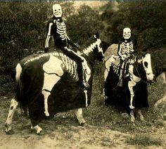 Now that's how to do a haunted forest right. Vintage #halloweencostumes