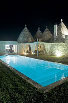 TRULLI LA CAVALLERIZZA ledimorediedward - Ostuni, Italy - 2009 by Vittorio Cassano #trulli #italy #apulia #pool