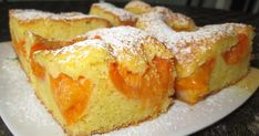 Chec moale, pufos, cu multe fructe zemoase : piersici sau caise, proaspete sau din compot ! O prajitura delicioasa care merita incercata ... French Toast, Cooking Recipes, Pudding, Sweets, Baking, Breakfast, Desserts, Food, Martha Stewart