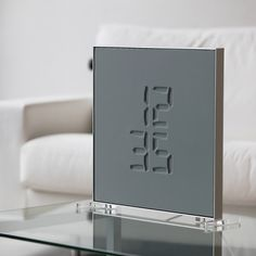ETCH is proposing a new method of displaying time that exploits a physical 3D effect. In the digital world, we're used to seeing 7 segment digit displays, graphical engraved or embossed fonts and regular displays and clocks everywhere. We wanted to blend all these common experiences in an unconventional way