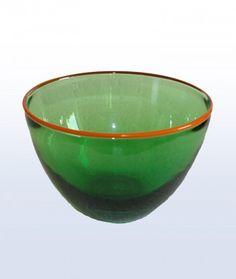 Glasobjekte, mundgeblasen, aus Schwarzwälder Glasbläserei. Der Glasbläser Dirk Bürklin zaubert in seiner Glasmanufaktur am Klausenhof aus flüssigem Glas kleine Kunstwerke.