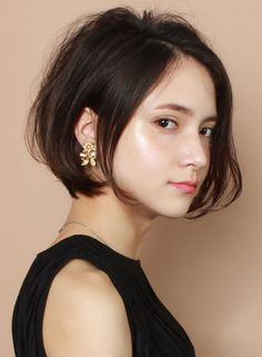 A refined short bob style recommended for adult women! One curl on the hair tip, volume on the bangs and top . Asian Short Hair, Girl Short Hair, Medium Hair Styles, Natural Hair Styles, Short Hair Styles, Girl Haircuts, Hairstyles Haircuts, Crop Hair, Hair Arrange