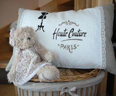 Přírodní lněný povlak na polštářek 40x60 cm Haute Couture Paris, Throw Pillows, Bed, Toss Pillows, Cushions, Stream Bed, Decorative Pillows, Beds, Decor Pillows