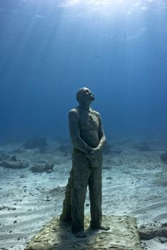 Man on Fire - Underwater Sculpture by Jason deCaires Taylor Underwater Sculpture, Underwater City, Underwater Photos, Pottery Sculpture, Sculpture Art, Jason Decaires Taylor, Man On Fire, Sunken City, Arts And Crafts Storage