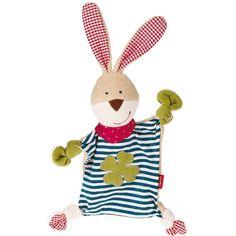 Les bébés adorent les doudous ! Cet aimable lapin câlin en matières 100% naturelles est idéal à attraper pour les tout-petits, sa douceur invite aux câlins, il console vite des petits chagrins. Bref : le parfait compagnon pour la première année.