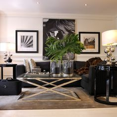 Bello!!!!!! Living room black and white