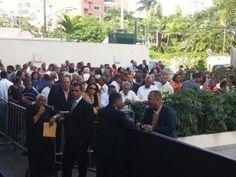 Largas filas en Funglode para felicitar a Leonel en su cumpleaños