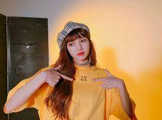 Your source of news on YG's current biggest girl group, BLACKPINK! Kpop Girl Groups, Korean Girl Groups, Kpop Girls, Square Two, Lisa Black Pink, Rapper, Pre Debut, Orange Aesthetic, Aesthetic Colors