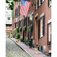 Another view of Acorn Street in Boston.