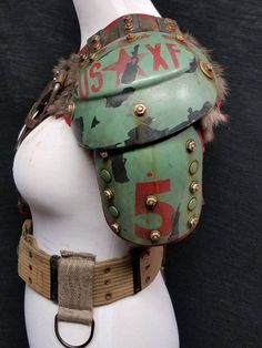 Single right shoulder wasteland armor. Fully adjustable to fit anyone male or female from small to large. Very comfortable and easy to move in. Post Apocalypse, Apocalypse Makeup, Apocalypse Armor, Apocalypse Costume, Apocalypse Survival, Post Apocalyptic Clothing, Post Apocalyptic Costume, Fallout Cosplay, Fallout Costume