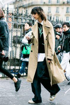 Street looks at Paris Fashion Week Fall/Winter Daily Fashion, La Fashion Week, Fashion 2017, Girl Fashion, Fashion Looks, Fashion Outfits, Fashion Trends, Paris Fashion, Street Fashion Men