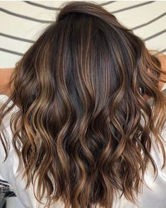 Hottest caramel balayage hair color shades for 2018 hair hair. Brown Hair With Blonde Highlights, Brown Ombre Hair, Brown Hair Balayage, Hair Color Highlights, Balayage Brunette, Ombre Hair Color, Hair Color Balayage, Brunette Hair, Brown Hair Colors