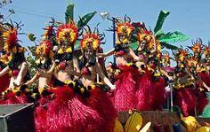 Con las fiestas de Carnaval, la alegoría se apodera por completo de las ciudades más festivas del mundo durante toda una semana al año. En México, los más alegres y representativos son los de Veracruz y Mazatlán. El Carnaval es un breve espacio de tiempo en el que el pueblo tiene Rey y Reina y se hace festiva reverencia a Sus Graciosas Majestades a través de vistosos y coloridos