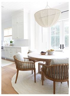 Dining Room Table Decor, Dining Room Design, Room Decor, Dining Area, Kitchen Dining, Dining Rooms, Dining Sets, Cosy Dining Room, White Kitchen Chairs