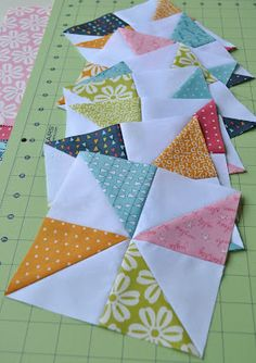 # patchwork quilts for beginners ideas Quilt Square Patterns, Beginner Quilt Patterns, Quilting For Beginners, Quilt Tutorials, Pattern Blocks, Quilting Projects, Quilting Designs, Sewing Projects, Half Square Triangle Quilts