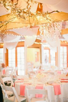 Rustic glam wedding reception decor ideas - those lights paired with the peach napkins are so pretty #weddingdecor #glam #gold #goldwedding #weddingreception