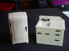 DOLL HOUSE FURNITURE RENWAL REFRIGERATOR AND SINK