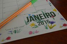 Baixe o calendário 2015 para deixar a sua vida mais fácil. Com a divisão mensal (1 folha por mês) você terá sempre a vista seus compromissos e objetivos.
