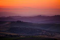 Amanhecer na região da Toscana, Itália.  Fotografia: efilpera no Flickr.