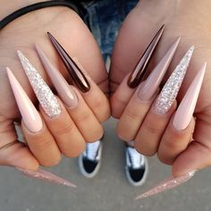 Source by mleahbryant The post korte en complexe acrylnagels om jezelf uit te drukken appeared first on nails. Glam Nails, Dope Nails, Fancy Nails, Pink Nails, Beauty Nails, My Nails, Mirror Nail Varnish, Mirror Nails Powder, Powder Nails