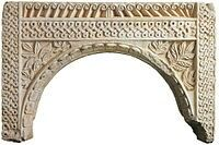 Lastra ad arco, probabilmente parte di un ambone. Marmi di San Salvatore a Brescia