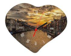 Foto orologio cuore con numeri romani