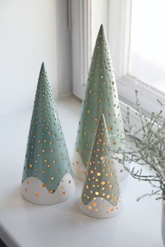 30 Most Beautiful Ceramic Christmas Trees Ceramics came into vogue in the when women would buy animal shaped pencil holders and fruit or vegetable shaped casseroles to beautify their house. It was in the same decade, ceramic Christmas trees came into Ceramic Christmas Decorations, Ceramic Christmas Trees, Tree Decorations, Christmas Clay, All Things Christmas, Xmas, Christmas Lights, Christmas Movies, Christmas Tree Crafts