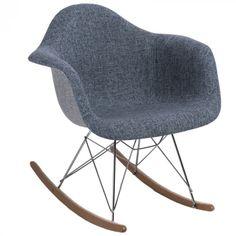 Organikus, formázott ülés, az íves fa lábak igazán vonzzák a tekinteteket! A P018 RAR Duo hintaszékeket elsősorban azoknak ajánljuk, akik szeretik a merész színeket és egyedi megoldásokat. Innovatív belső és klasszikus terekbe tökéletesen beleillik. Fa, Rocking Chair, Chair Swing, Rocking Chairs