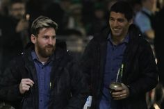 Lionel Messi of Barcelona (L) arrives at the stadiium prior to kick off during the UEFA Champions League Group C match between Celtic FC and FC Barcelona at Celtic Park Stadium on November 23, 2016 in Glasgow, Scotland.