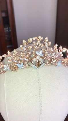 Rose gold bridal tiara with Swarovski Crystals - Swarovski white opal, golden shadow and ivory cream stones Source by - Cute Jewelry, Hair Jewelry, Jewlery, Bridesmaid Jewelry, Wedding Jewelry, Bridal Jewelry Sets, Quinceanera Tiaras, Rose Gold Quinceanera Dresses, Quinceanera Centerpieces