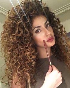 Ideas Hairstyles Long Brunette Light Browns Para seeing that cacheadas ourite crespas, dormir Brown Curls, Brown Curly Hair, Colored Curly Hair, Long Curly Hair, Big Hair, Curly Hair Styles, Natural Hair Styles, Long Brunette, Brunette Ombre