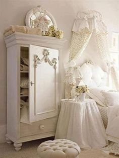 I would sleep so hard in this room!!! I'm a sucker for all white
