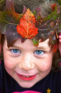 Twig and Toadstool: Simple Autumn Leaf Crowns!