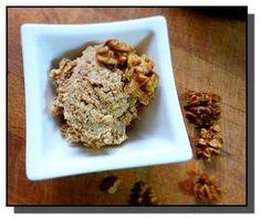 Ořechy spaříme vřícím mlékem a přimícháme ostatní suroviny. Náplň je velice dobrá, tvárná a i v pečivu drží tvar.