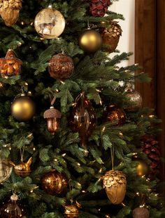 Buy Christmas Tree - The tradition of the Christmas tree - Decoration Gram Buy Christmas Tree, Traditional Christmas Tree, Woodland Christmas, Christmas Ornament Sets, Rustic Christmas, Balsam Hill Christmas Tree, German Christmas, Felt Christmas, Homemade Christmas