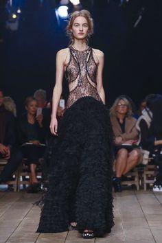 Alexander-McQueen-Ready-to-Wear-Spring-Summer-2016-Paris-0243-1443990492-bigthumb.jpg 800×1,200 像素