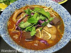 Wandering Chopsticks: Vietnamese Food, Recipes, and More: Bun Bo Hue (Vietnamese Hue-Style Beef Noodle Soup)