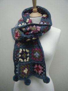 El Blog de costura Mistress ...: Crochet Geek Chic Preciosa bufanda Inspiracion con pompones ❥Teresa Restegui http://www.pinterest.com/teretegui/❥