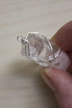 Wire Wrapping a Stone – Netting – Make and Fable - DIY Schmuck Old Jewelry, Simple Jewelry, Charm Jewelry, Jewelry Box, Jewelry Model, Wire Wrapped Jewelry, Wire Jewelry, Silver Jewelry, Silver Ring